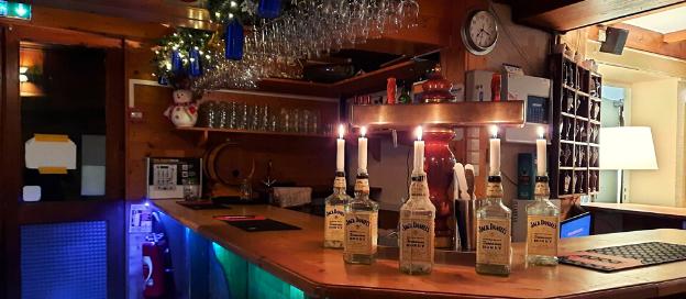 De gezellige bar van hotel Le Chalet Du Crey in Valmorel