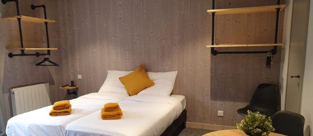 Moderne ingerichte hotelkamer
