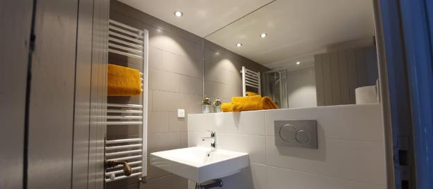 Recent vernieuwde badkamer